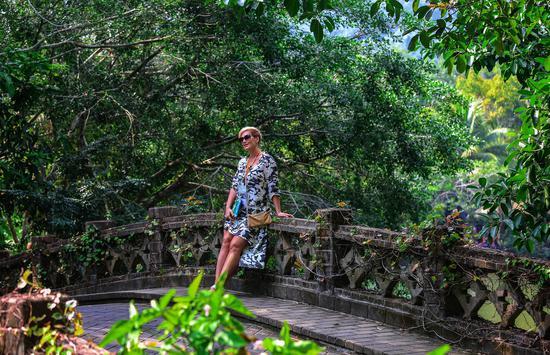 呀诺达雨林迎冬季旅游旺季 多重