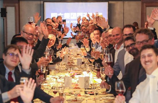 许家印设答谢晚宴款待60多位全球顶级汽车工程技术龙头企业、汽车零配件龙头供应商的董事长和CEO