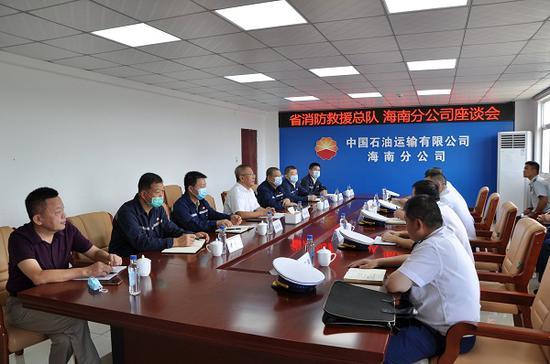 吴施彬副总队长带队调研危化品运输企业