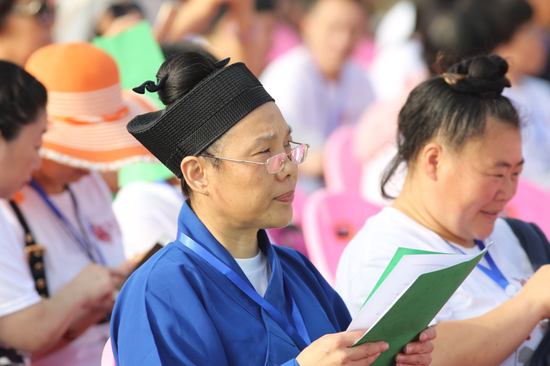 养生体验班学员代表郭灵芝道长发言