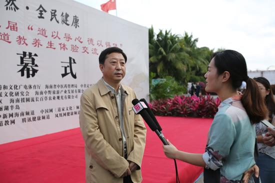 海南省委统战部副部长、省台办主任刘耿接受媒体采访