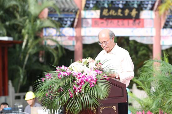 首批全国名医、甘肃中医学院原院长张士卿致辞