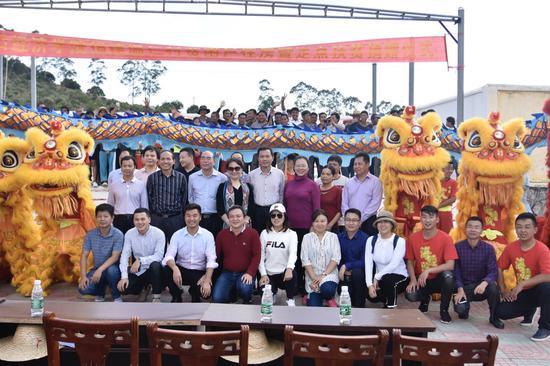 海经学院捐建温仁村贫困户住房暨定点扶贫捐赠仪式在乐东县举行