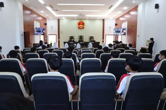 澄迈法院邀请未成年人旁听涉毒案件审理