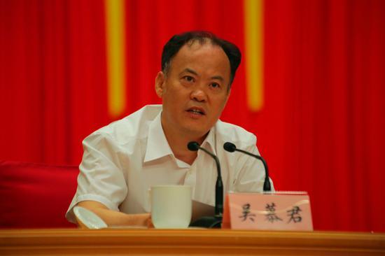 省委组织部副部长、省委两新组织工委书记吴慕君讲话