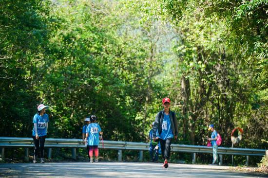 冲出桫椤海--海南(昌江)热带雨林穿越挑战赛举行
