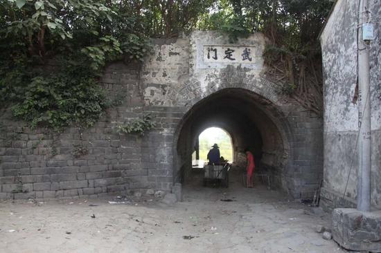 十多年前何以端先生拍摄的城北门内侧原貌。