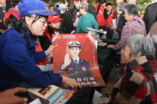 文昌消防借力国际志愿者日开展消防宣传活动