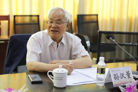 中国科学院院士孙汉董在海南科技职业大学指导工作