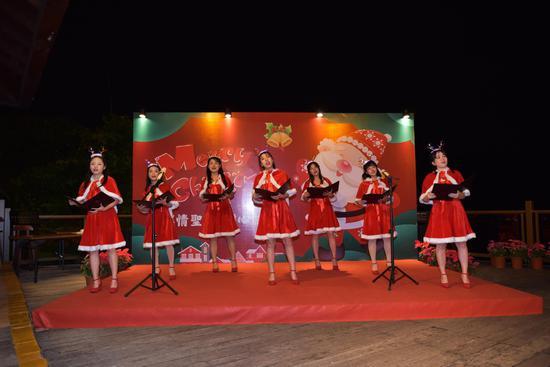 2020圣诞歌舞晚会在人间天堂鸟巢度假村举行