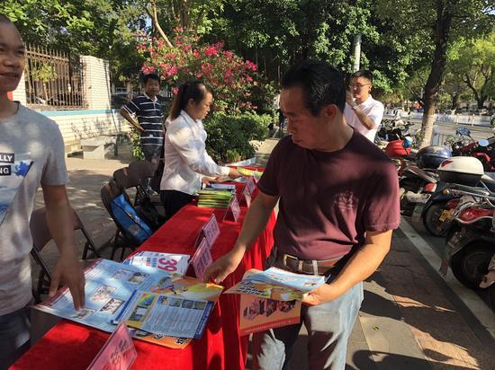 """万宁市开展2018""""三电""""设施安全保护宣传月活动"""