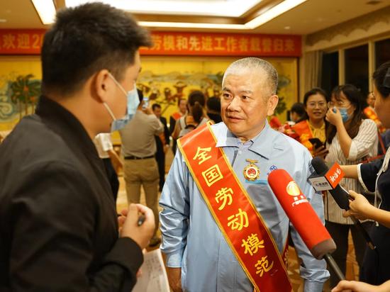 海南省2020年全国劳动模范和全国先进工作者代表团载誉归来