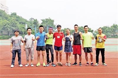 大学生为纪念毕业连跑100公里 耗时10小时(图)