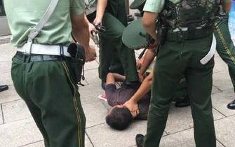男子在火车站袭击执勤哨兵 10秒钟被制伏