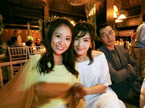 新浪娱乐讯 霍建华与林心如将于2016年7月31日在巴厘岛完婚。新浪娱乐独家曝光婚礼前夜的欢迎晚宴,新娘与新郎终于甜蜜同框。