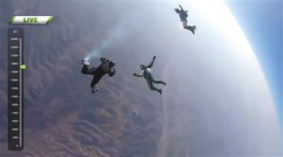 惊心动魄!男子不带降落伞从7600米高空跳下(图)