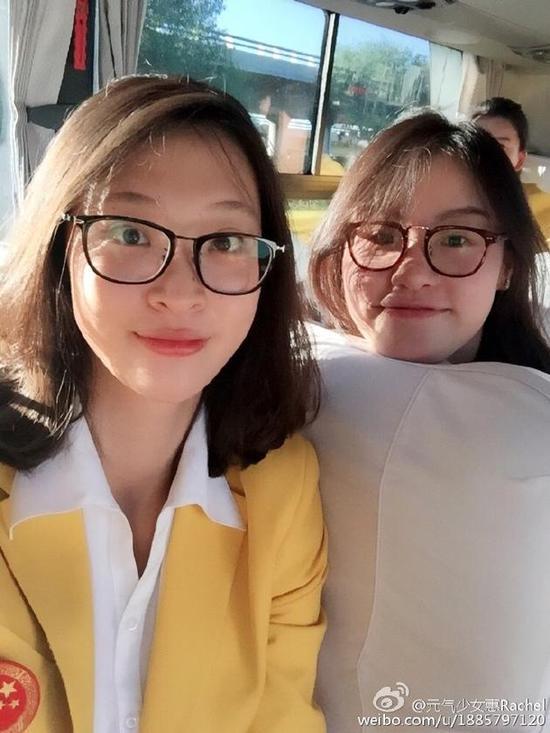 傅园慧惠若琪同框似双胞胎姐妹