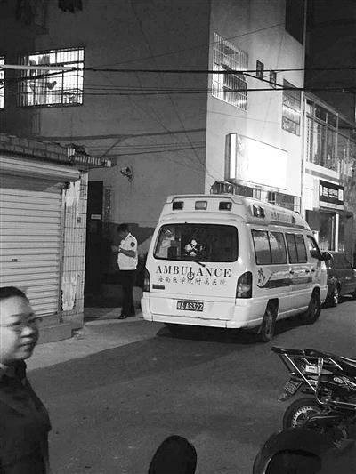 事发当晚120急救车赶到现场