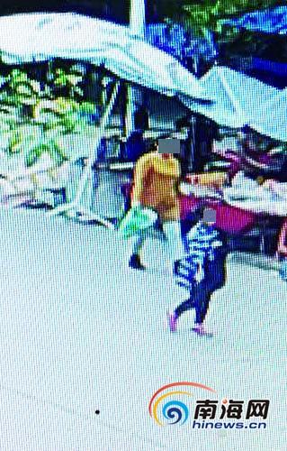 警方監控發現的嫌疑人(視頻截圖)