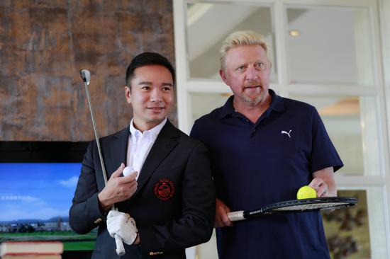 贝克尔(右)与观澜湖集团副主席朱鼎耀