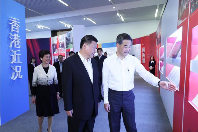 [独家V观]习近平参观香港回归祖国20周年成就展