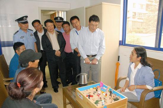 副厅长董长青,厅副巡视员,禁毒总队长刘韶东,厅技侦总队长刘海志以及图片