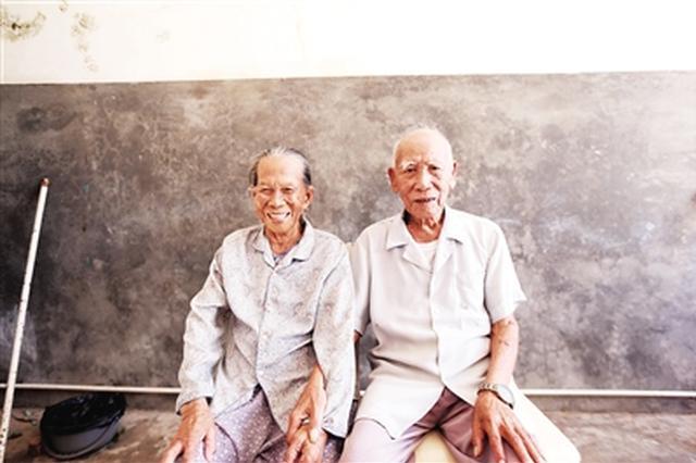 儋州新州镇一对92岁夫妇 五代同堂子孙近百人