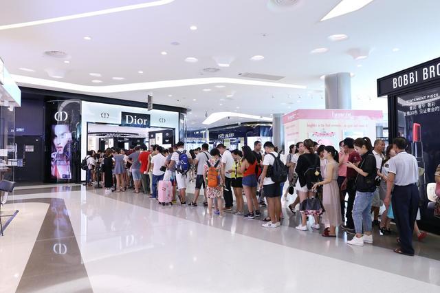 三亚国际免税城三周年店庆场面火爆 当天接待顾客超2.7万人
