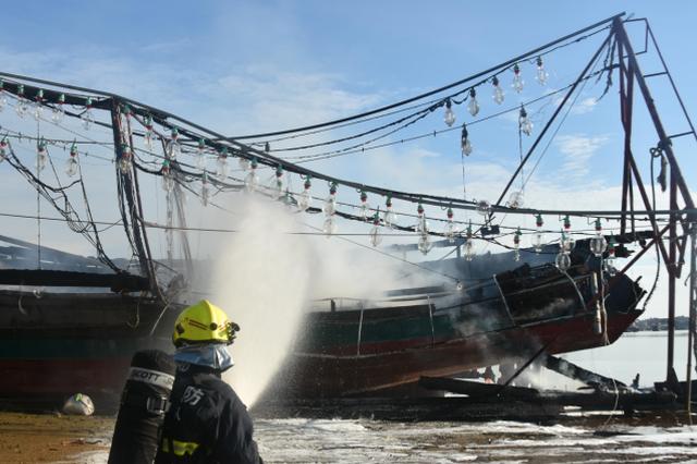 昌江海尾新港一艘渔船着火 所幸没有发生伤亡事故