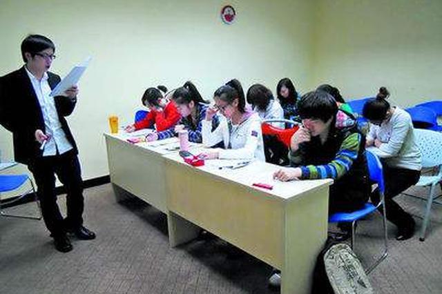 老师考场提醒学生做错题 学校回应:已做通报批评