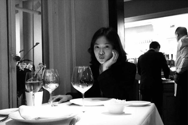 双宋被拍餐厅约会疑为宋慧乔庆生 宋仲基出面护妻
