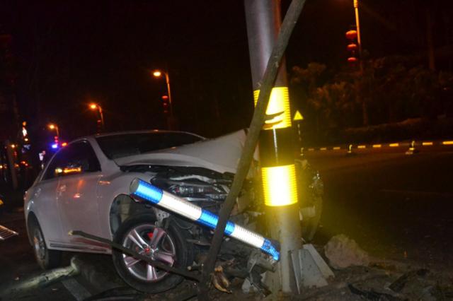 琼海处置两起无证驾驶和准驾车型不符造成的交通事故