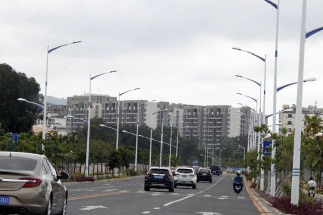 三亚一新修路测速监控已安装  飙车现象得到改观