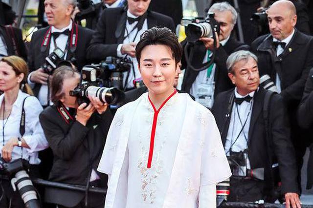 李玉刚回应戛纳蹭红毯质疑:中法文化大使名正言顺