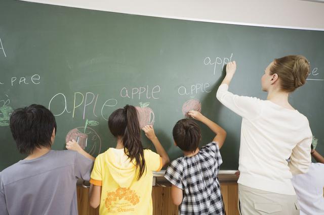 海口三亚部分小学今年秋季一二年级试点开英语课