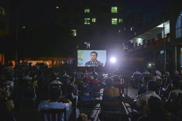 """海南启动""""交通安全电影进百村""""活动 惠及多地民众"""