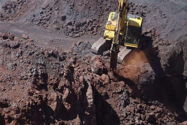 东方八所口岸首次进口伊朗铁矿石 货值227.8万美元