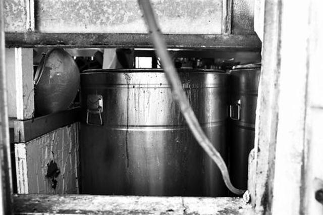 汤底里捞出8只蟑螂续:火锅店卫生设施不达标被罚