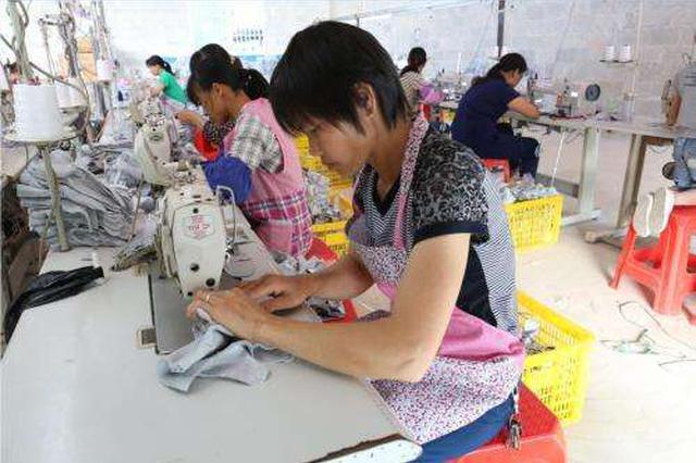 三亚开发269个公益岗位 接纳贫困村民就近就业