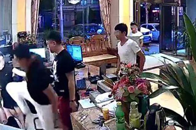 两男子深夜在文昌一酒店暴打女服务员 警方介入调查