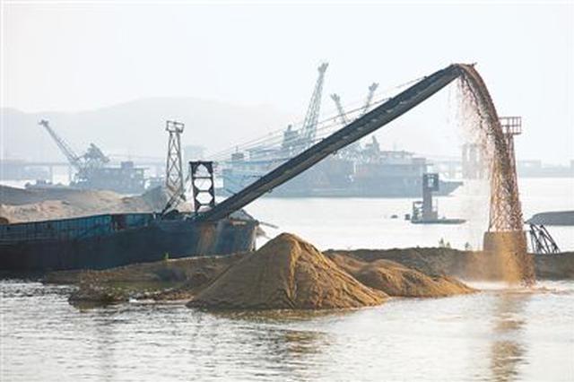 采砂船超范围采砂 致村子土地塌陷水井无法使用