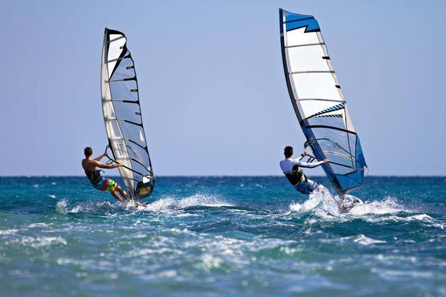 水上运动提升海南夏季旅游吸引力 帆船冲浪受热捧
