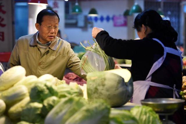 """备战台风!海口粮油菜肉储备充足 """"1元菜""""品种增加"""