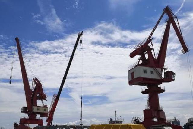 海南八所港的老港新貌 从简单运输迈向综合性大港