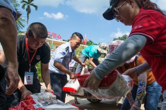 海口市文化艺术摄影协会中秋节前慰问125户困难家庭