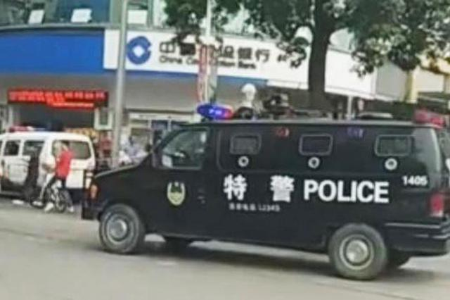 男子持玩具槍和假爆炸物搶銀行 數分鐘內被控制