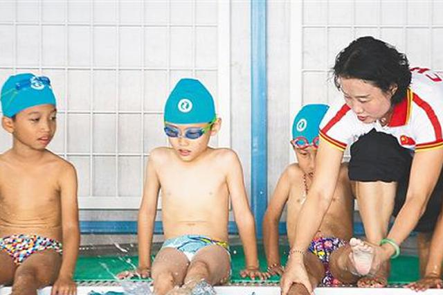 奥运跳水冠军许艳梅海口传授游泳技能
