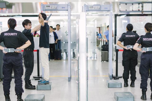 名旅客携带3枚电雷管在海口美兰机场过安检时悲剧了