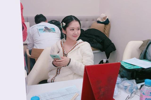 吃了防腐剂的女人!37岁张娜拉晒工作照展发光般美貌