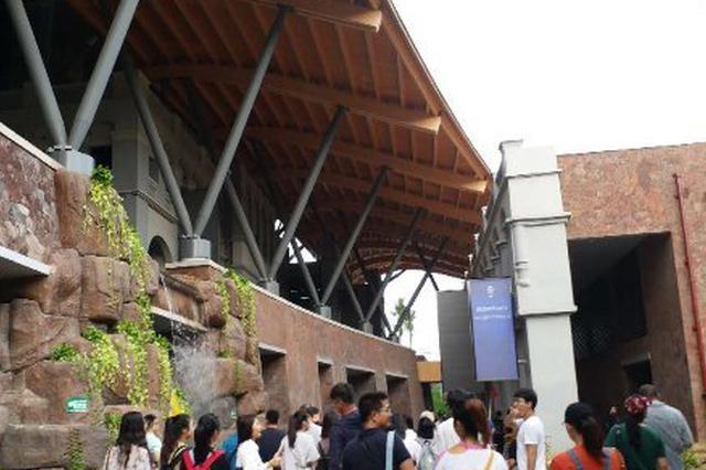 海口市民游客中心迎来首批游客 获200人称赞